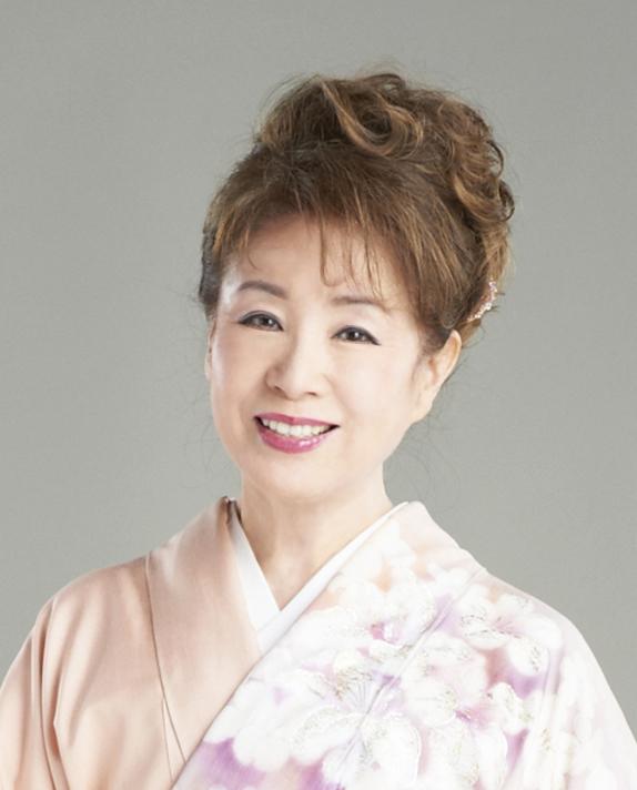 和装ファッション!桃色の着物に身を包む五月みどり